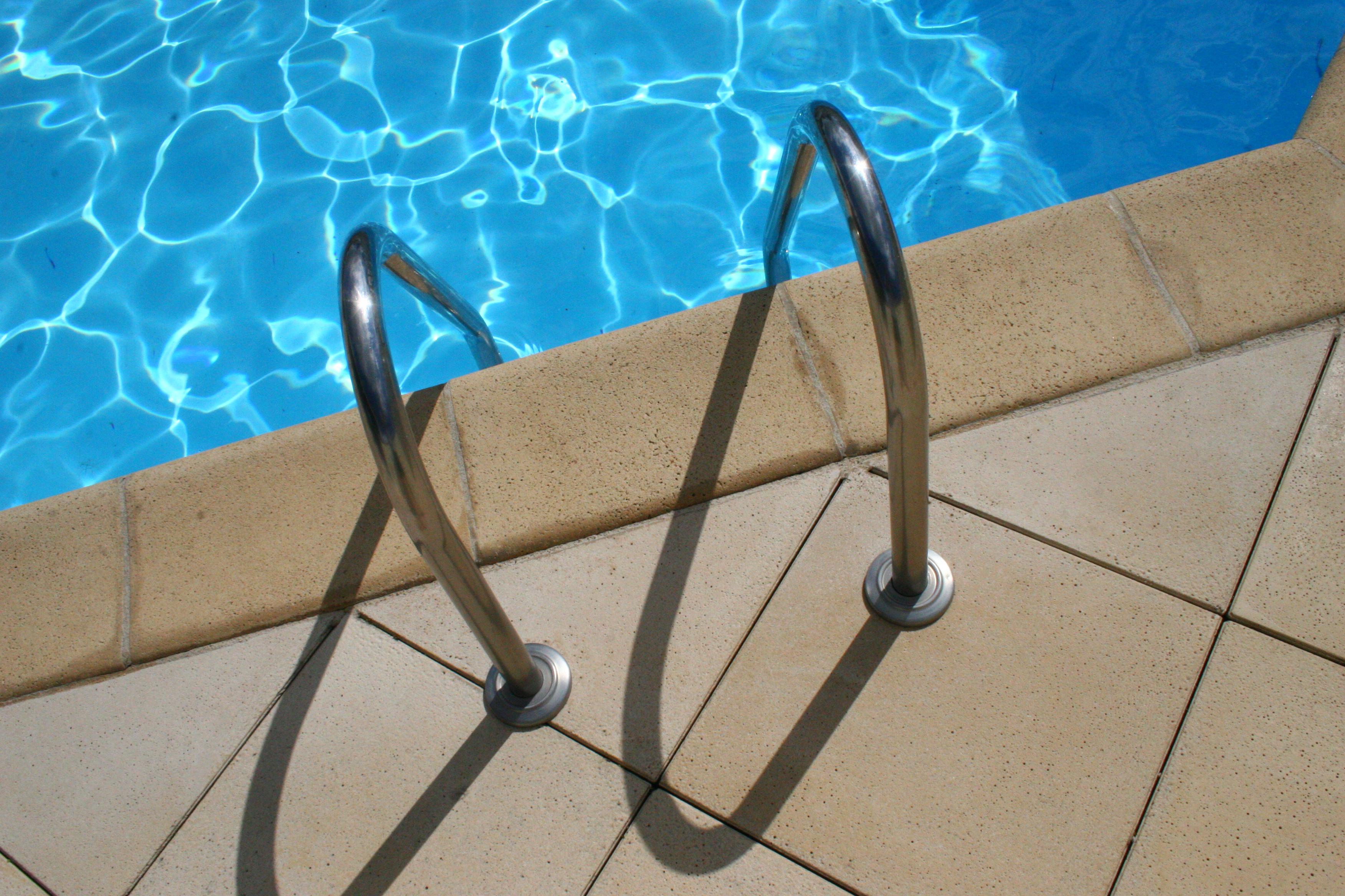 la piscine les jardins du littoral. Black Bedroom Furniture Sets. Home Design Ideas